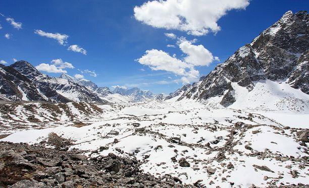Himalajalla Annapurnan ja Mount Everestin alueilla vierailee noin 150 000 vaellusturistia vuodessa.