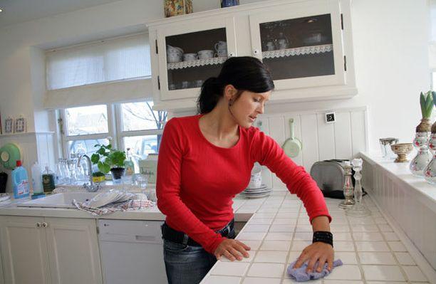 Pinnat ja tasot kannattaa pyyhkiä heti käytön jälkeen.