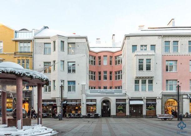 Jugendhuoneisto Oulun Rotuaarilla kiinnostaa myös. Valter Thoménin suunnittelema talo on valmistunut vuonna 1907 ja on yksi Oulun vanhimmista kiinteistöistä.
