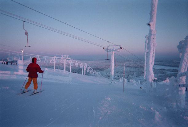 Hämyinen rinnenäkymä talvella 2002.