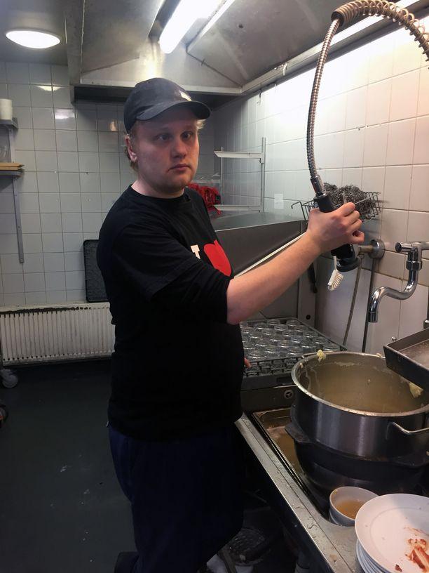 Niko Lahtinen on valmistunut ammattiopistosta toimitilahuoltajaksi.