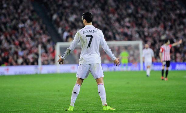Cristiano Ronaldo ei ole päässyt levittelemään käsiään maalien merkiksi.