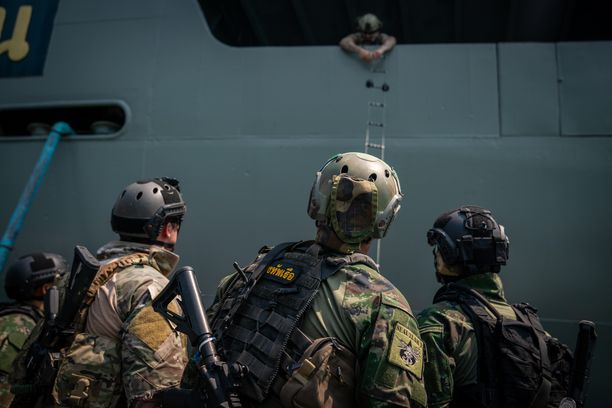 Yhdysvaltojen laivaston erikoisjoukkoja harjoittelemassa yhdessä Thaimaan laivaston erikoisjoukkojen kanssa.