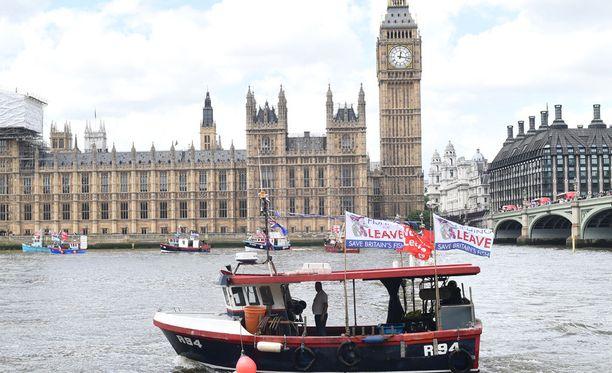 Isossa-Britanniassa on kampanjoitu aktiivisesti EU:sta eroamisen puolesta ja vastaan.