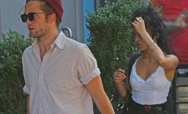 Robert Pattinson ja uusi kulta FKA twigs bongattiin kävelyllä New Yorkissa.
