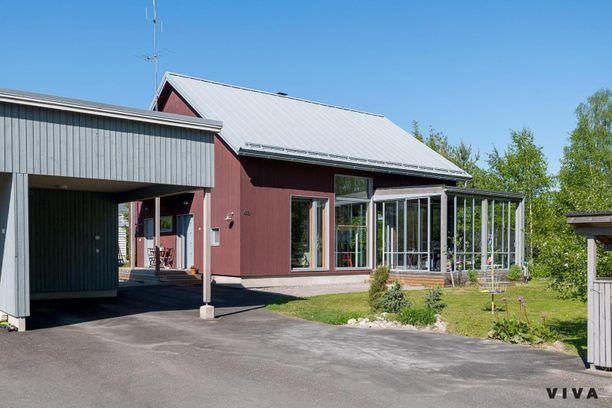 Tuusulassa sijaitseva 167 neliön koti edustaa modernia puutalorakentamista.