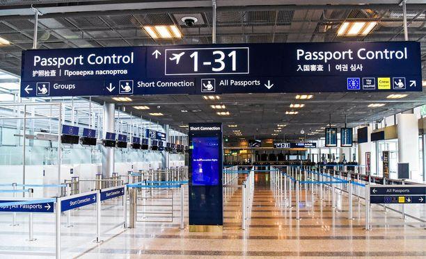 Hong Kongista tullut narahti lentokentällä väärästä passista.