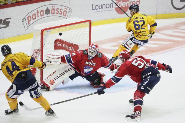 Kristian Pospisil (vas.) vei Lukon 1–0-johtoon Julius Mattilan upeasta syötöstä. HIFK:n Johan Motin ja maalivahti Michael Garteig olivat voimattomia.