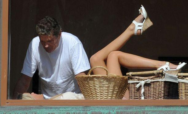 David Hasselhoff, 59, ja Hayley Roberts, 31, eivät malttaneet pitää näppejään erossa toisistaan.