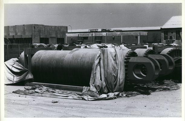 YK valvoi vuonna 1991 Irakin joukkotuhoasetehtaiden alasajoa ja tuhoamista.