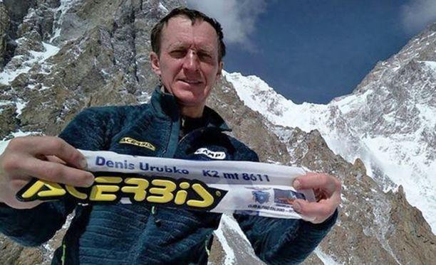 Kiipeilyryhmän jäsenet kuvaavat Denis Urubkon sooloyritystä K2:n huipulle itsemurhaksi.