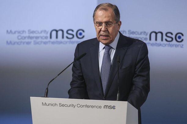 Lavrov vieritti syytä Venäjän ja länsimaiden kireistä suhteista Natolle.