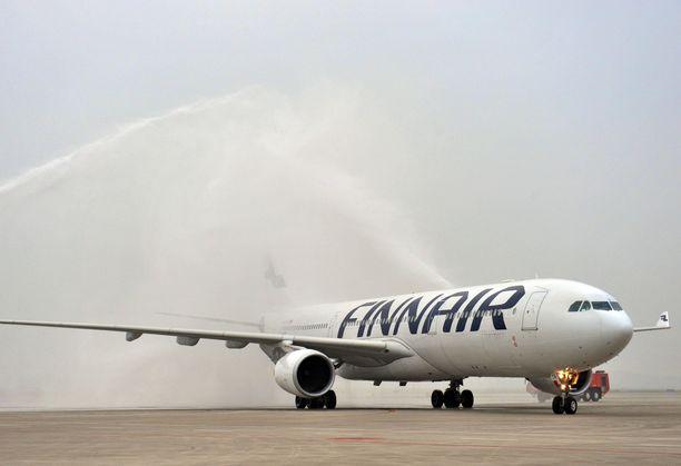 Koronavirustilanne on iskenyt pahoin Finnairiin. Esimerkiksi lennot Manner-Kiinaan on peruttu huhtikuun loppuun asti.