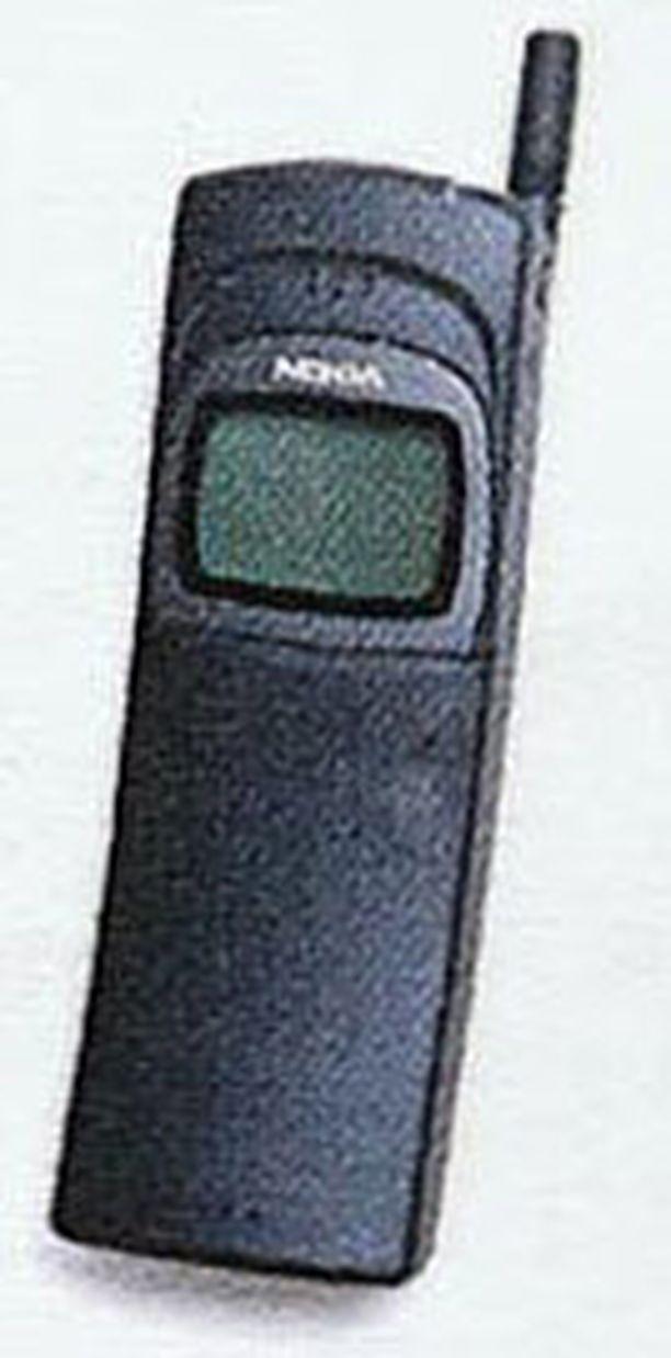 """Nokian legendaarinen 8110 -malli eli """"Banaani"""" nähtiin Matrix-elokuvassa. Vähän modifioituna tosin."""