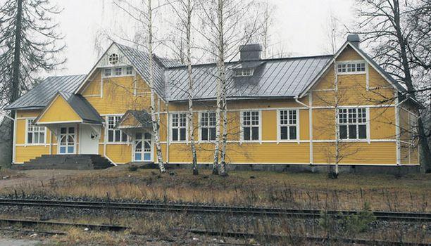 TALO Ellenin uuden kodin, asemarakennuksen, suunnitteli 1900-luvun alussa Bruno Granholm, joka oli aikoinaan Rautatiehallituksen pääsuunnittelija.