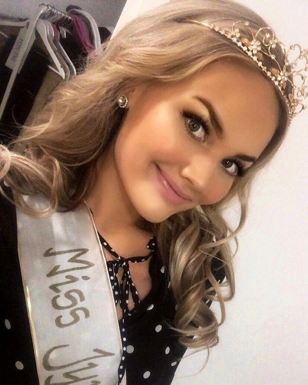 Emma Peltonen kruunattiin viime syksynä Miss Jyväskyläksi. Takana on suuri elämäntaparemontti.