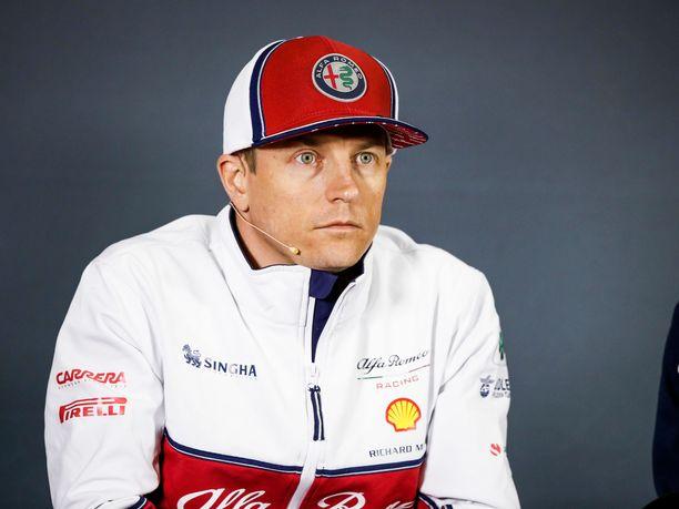 Kimi Räikkönen ruoskii talliaan vieläkin kovempiin tuloksiin.