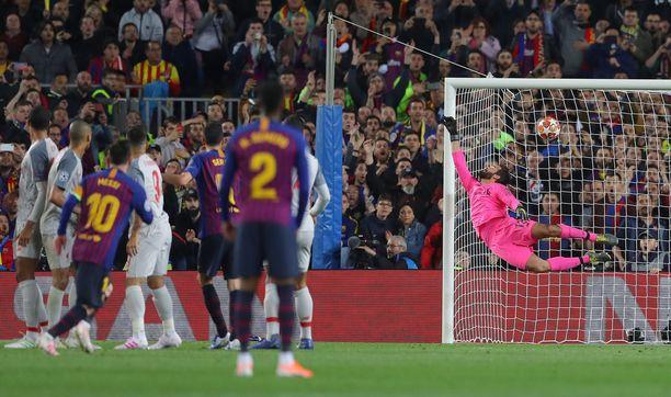 Lionel Messi paukutti 3–0-osuman komeasti vaparista.