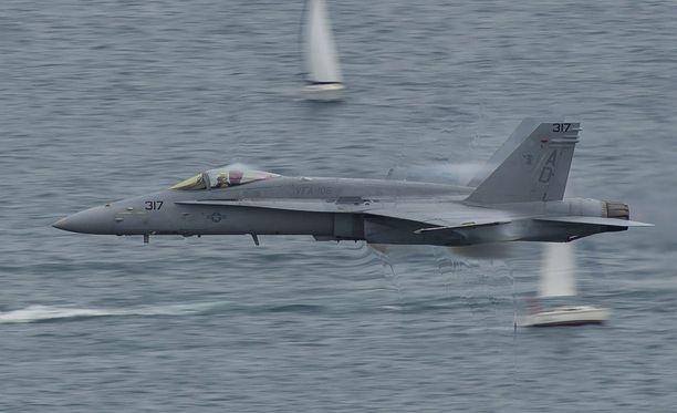 Espanjalaisten F18-hävittäjien epäillään rikkoneen Suomen ilmatilaa tiistaiaamuna. Kuvituskuva hävittäjästä.