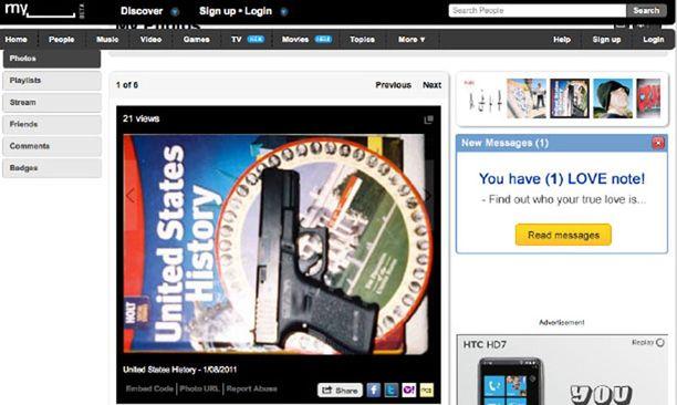 Jared Loughner oli laittanut kuvan aseestaan MySpace-sivuilleen. Kuva on nyt poistettu.