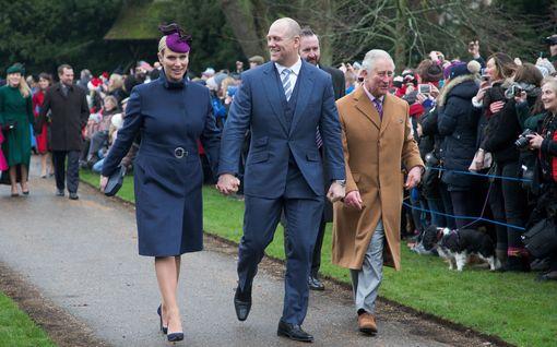Paljastuksia piireistä: Tällainen on brittikuninkaallisten joulu kuningattaren luona – televisio-ohjelmia, juoman siemailua, lahjoja...