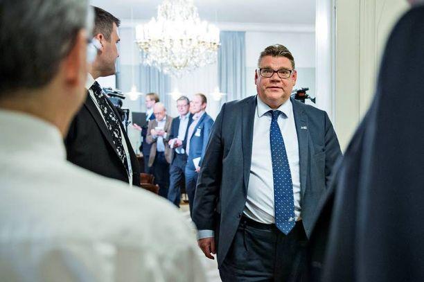 Perussuomalaisten Timo Soini näytti maanantaina tyytyväiseltä.