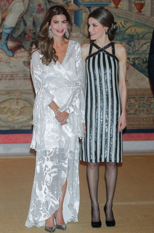 Pariskunnat tapasivat Madridin kuninkaallisessa palatsissa.