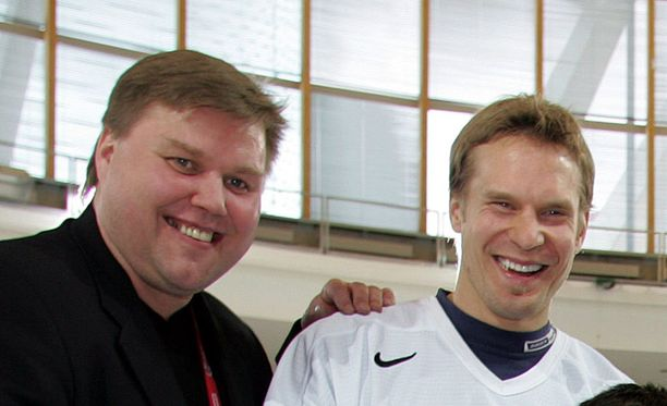 Timo Jutila ja Kimmo Timonen saavat Leijona-paidat hallin kattoon.