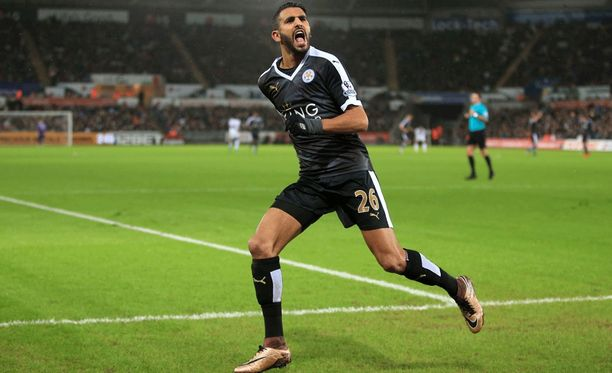 Riyad Mahrez oli oivalla pelipäällä Leicesterin palatessa liigakärkeen.