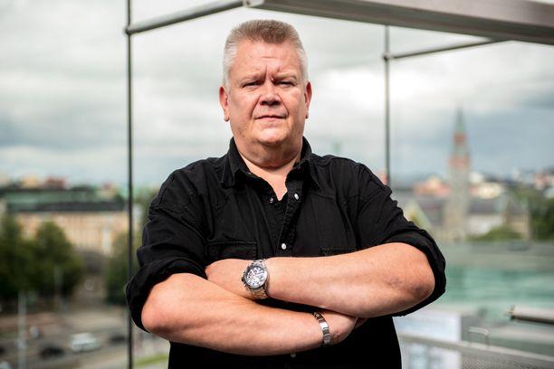 Aki Palsanmäen mukaan tukirahat menevät nettihuutokaupan kehittämiseen.