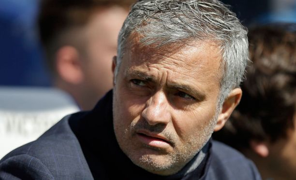 Jose Mourinho otti todella tyynesti QPR-fanien ala-arvoisen käytöksen.