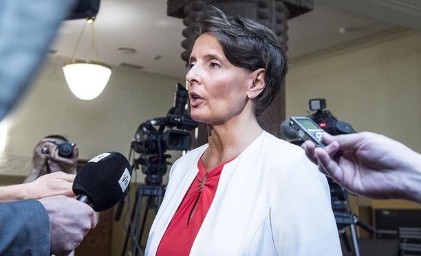 Anne Berner kertoi keskiviikkona hallituksen päättäneen, että raitioliikenne avataan kilpailulle.