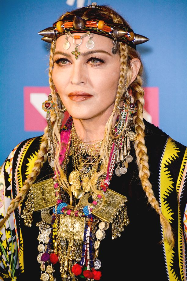 Madonnan vihertävät silmät saattavat paljastaa hänen olevan ulkoavaruudesta.