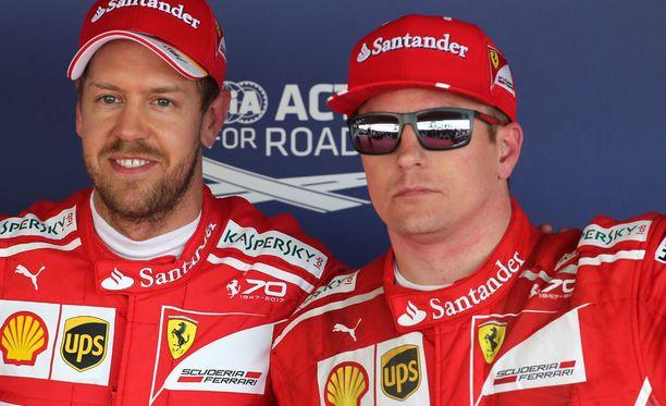 Sebastian Vettel ajoi paalulle Sotshissa. Kimi Räikkönen viimeiseen vetoon asti kiinni ykkössijassa, mutta joutui lopulta antautumaan tallikaverilleen.