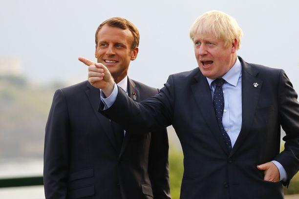 Johnson (oik.) ja Macron tapasivat Ranskassa lauantaina.