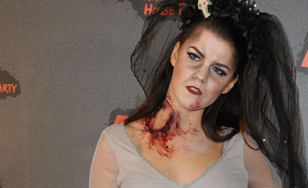 Saara Aalto nähtiin aikaisemmin viikolla kauhutunnelmissa Halloween-bileissä Lontoossa.