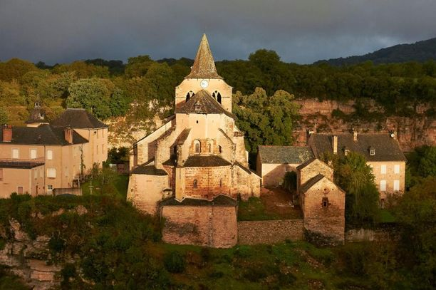 Keskiaikainen kirkko on kaupungin tärkeimpiä nähtävyyksiä.