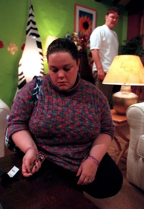 Mandy Dingle joutui sarjassa aina draaman keskelle. Tässä Lisa Riley roolissaan TV-sarjassa.