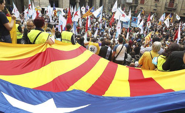 Espanjassa Katalonian itsehallintoalueen on tarkoitus järjestää tänään kansanäänestys itsenäistymisestä.