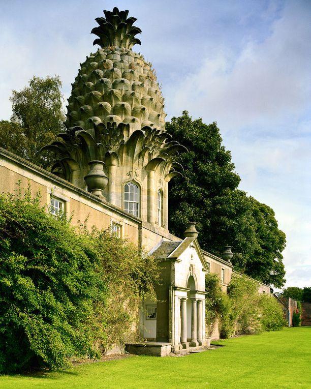 Dunmoren jaarli rakennutti nuorikolleen huvimajan. Myöhemmin se sai vielä katolleen Skotlannin suurimman ananaksen.