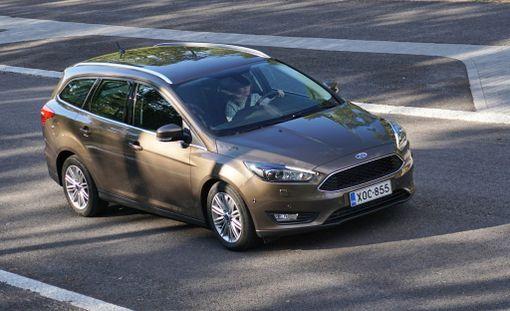 Ford lyö pöytään kilpailukykyisen luvun. Automaattifarmarin verotukseen vaikuttavat hiilidioksidipäästöt on puserrettu alle sadan gramman.
