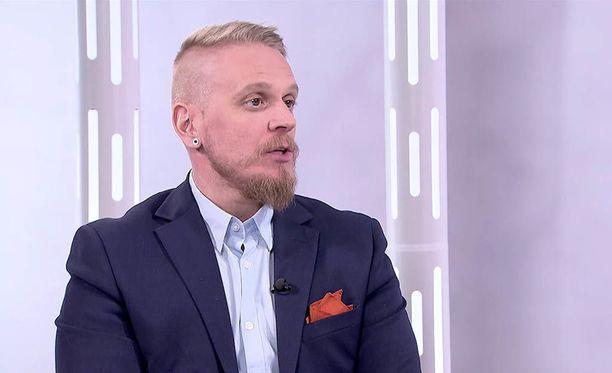 Markus Syrjänen ei halua jäädä marttyyrina murehtimaan vastoinkäymisiään, vaan hän keskittyy hetkessä elämiseen ja elämästä nauttimiseen.