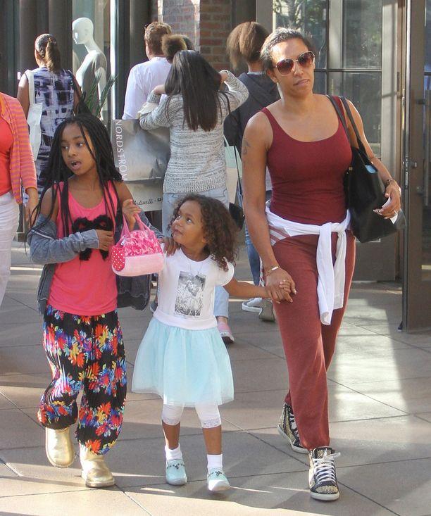 Mel bongattiin kahden nuoremman tyttärensä kanssa Hollywoodista toissa viikolla.