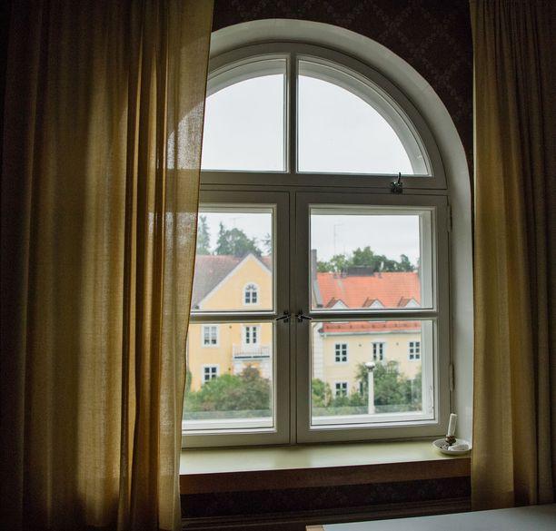 Yksi talon erityispiirre ovat moniruutuiset ikkunat.