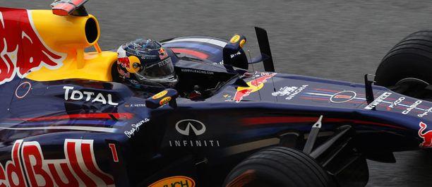 Sebastian Vettel otti jälleen paalupaikan.
