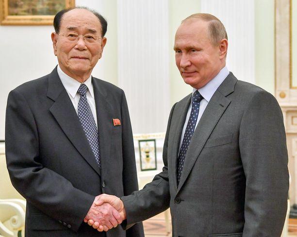 Putin tapasi Pohjois-Korean toiseksi korkea-arvoisimman henkilön, parlamentin puheenjohtajan Kim Yong-namin torstaina.