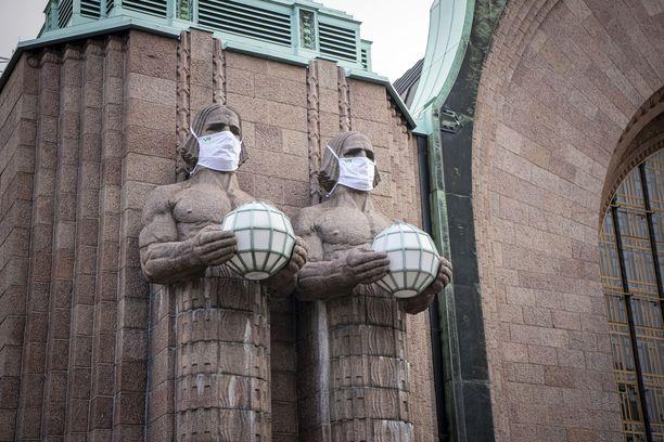 Suomen koronatartuntojen määrä on ylittänyt 8000.