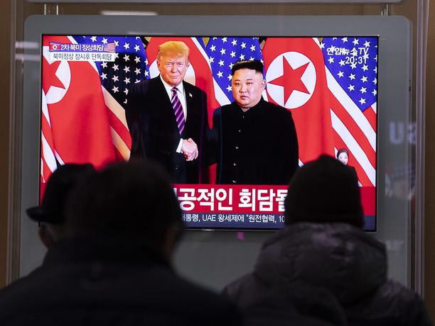 Trump ja Kim tapasivat edellisen kerran helmikuussa Hanoissa, jossa ydinsulkuneuvottelut kariutuivat.
