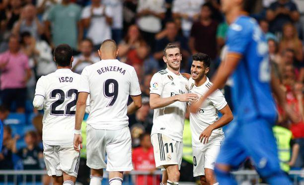 Gareth Bale saa viimein tähtiroolin Real Madridin hyökkäyksessä. Vieressä maalia juhlimassa niin ikään pirteästi kautensa aloittanut Marco Asensio.