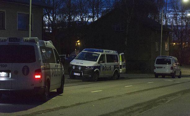 Operaatioon osallistui useita poliisipartioita.